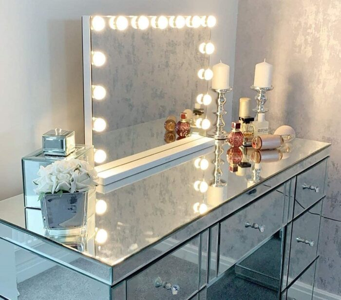 Are Smart Bathroom Mirrors Out of Style?